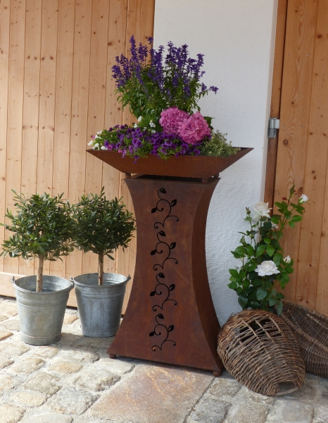 Garten s ule strecki edelrost for Gartendeko holzbalken